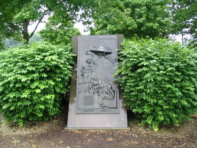 Le monument commémorant le site d'atterissage des martiens au parc  Van Ness
